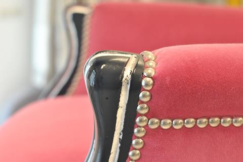 particolare sedia rosa